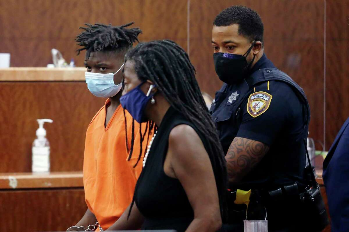 Frederick Jackson, left, is brought into the courtroom to be arraigned for the death of NOLA officer Everett Briscoe in Judge Colleen Gaido's courtroom in the Harris Co. Criminal Courts building Monday, Aug. 30, 2021 in Houston, TX.