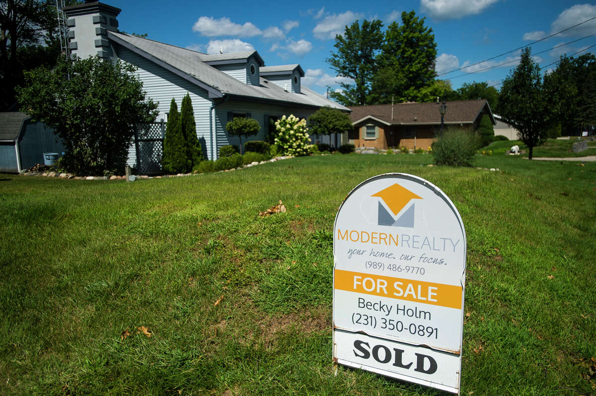 """A """"SOLD"""" sign is posted outside of a home on Oakridge Drive Monday, Aug. 30, 2021 in Beaverton. (Katy Kildee/kkildee@mdn.net)"""