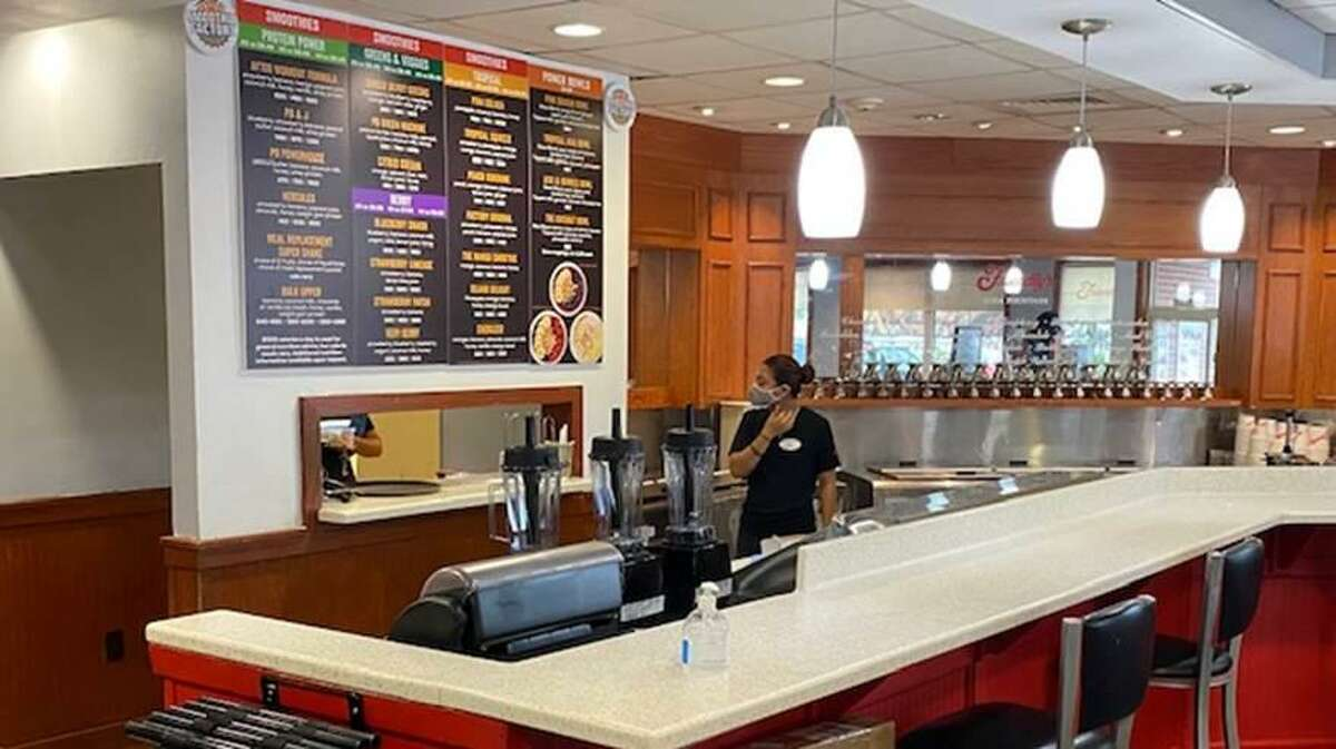 A look at the new service area at the North Haven Friendly's, where customers can order vegetable and fruit smoothies.