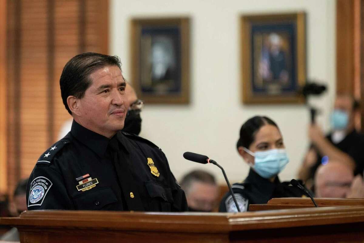 El Director de Puerto, del Puerto de Entrada de Laredo, Alberto Flores, fue reconocido por la Corte de Comisionados del Condado de Webb por alcanzar otra meta en su carrera profesional, el lunes 23 de agosto de 2021.