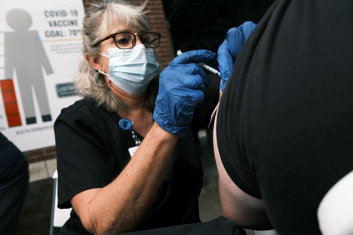 A nurse administers the Covid-19 vaccine at a baseball game on August 05, 2021 in Springfield, Missouri. (Photo by Spencer Platt/Getty Images)