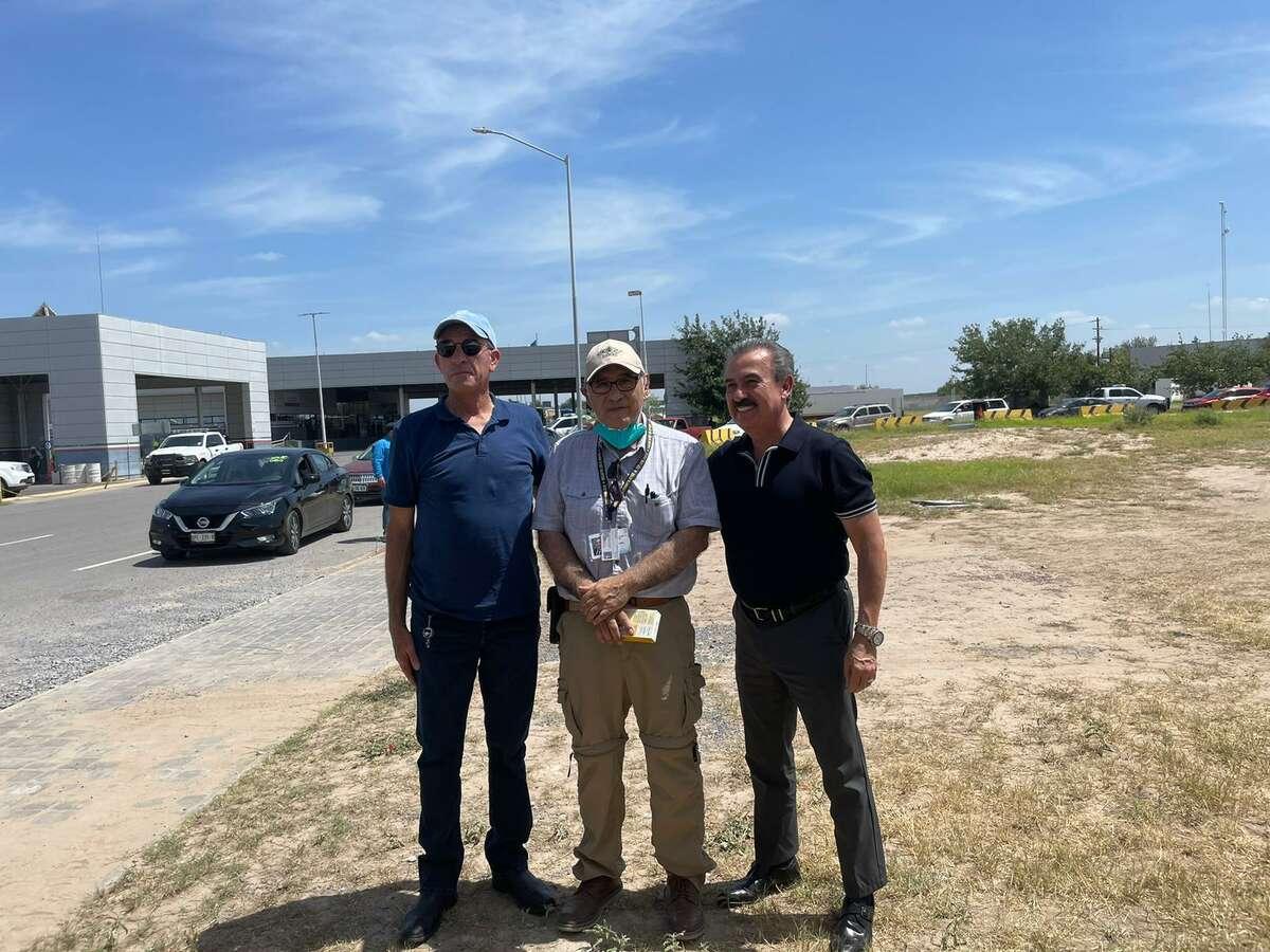 Pictured is Administrator of the Colombia Bridge Coronel Horacio Bermúdez, Dr. Victor Trevino and Eduardo Garza at the vaccine drive held on the Columbia Bridge Sunday.