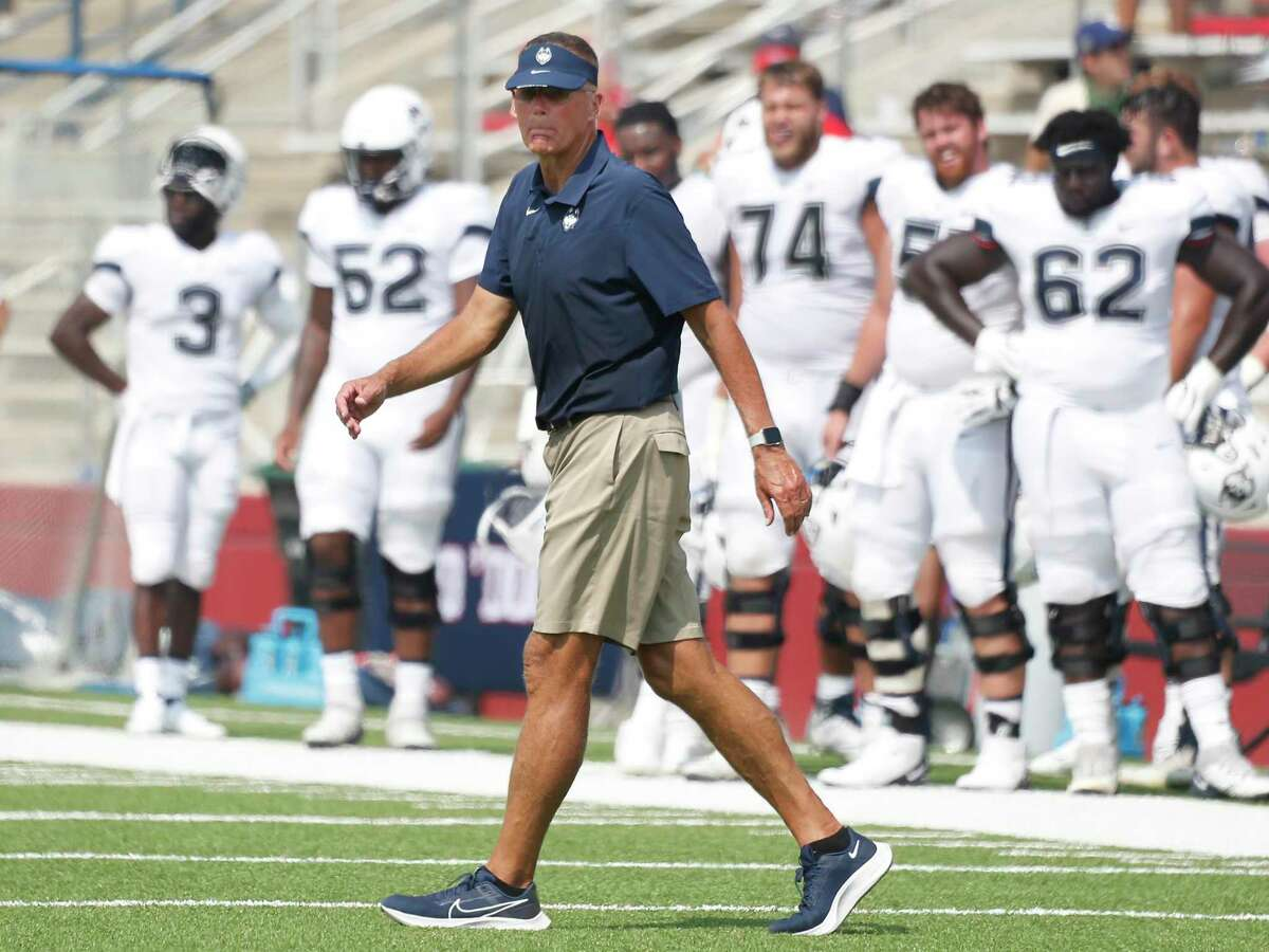 UConn coach Randy Edsall with his team against Fresno State during the second half of an NCAA football game in Fresno, Calif., on Aug. 28.