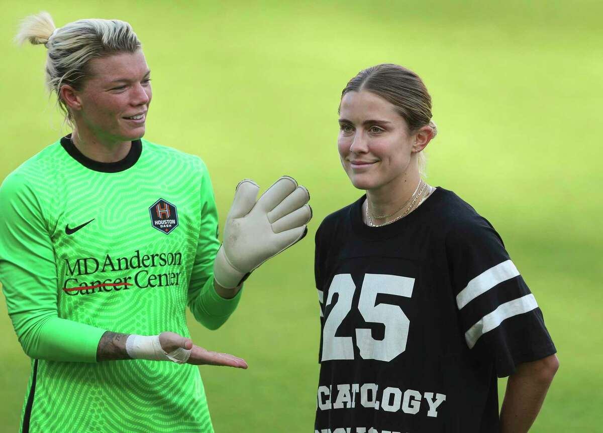 Houston Dash goalkeeper Jane Campbell gives Abby Dahlkemper a round of applause on Sunday after the team acquired her from North Carolina.