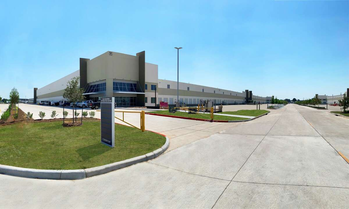 Sam Houston Distribution Center, a development of Transwestern and J.P. Morgan Global Alternatives in northwest Houston, is fully leased. Completed in 2020, the project totals 833,720 square feet.