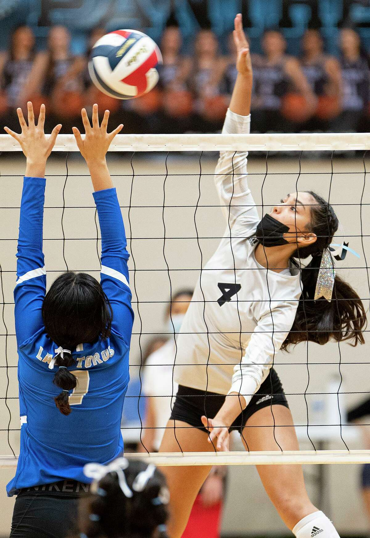 Anyssa Chavarria and United South won 3-1 over Kayla Herrera and Cigarroa on Tuesday, Aug. 31, 2021 in their home opener.