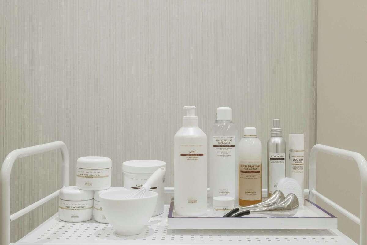 Skinney uses luxury French wellness line Biologique Recherche.