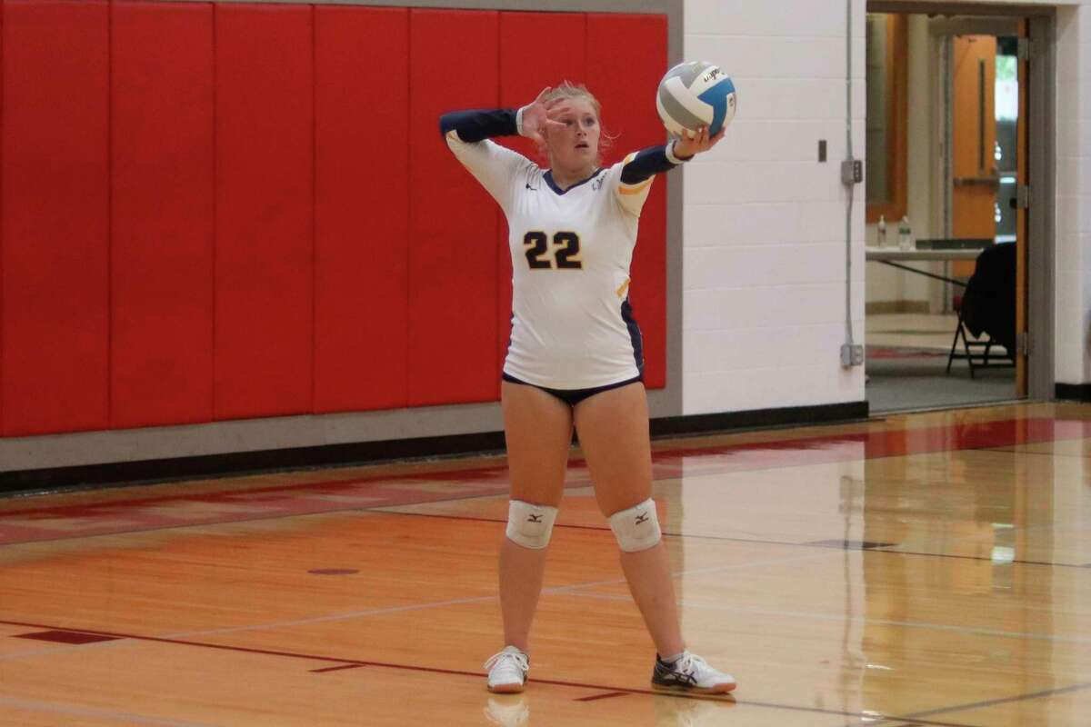 Amanda Kelley steps up to serve during Manistee's victory over Benzie Central on Aug. 31. (File photo)