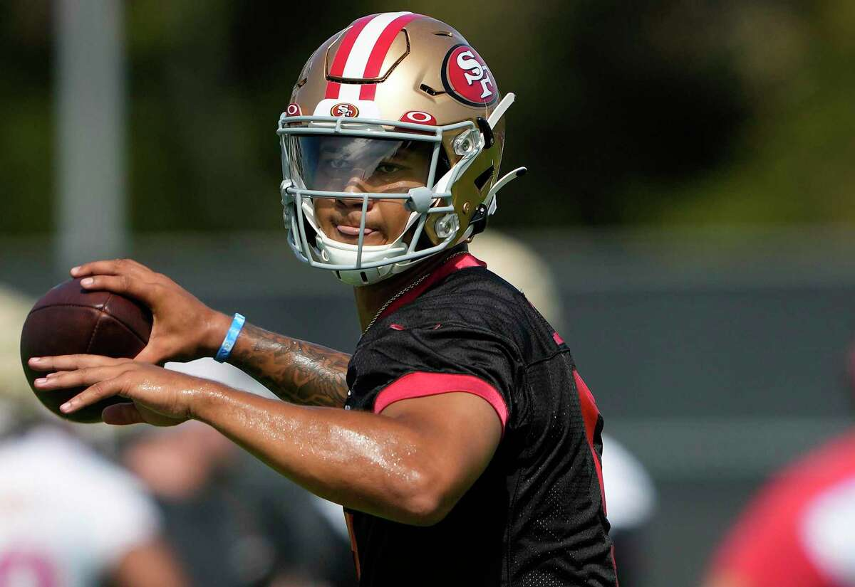 Trey Lance (5) of the San Francisco 49ers works out during training camp at SAP Performance Facility on July 28, 2021 in Santa Clara, California. (Thearon W. Henderson/Getty Images/TNS)