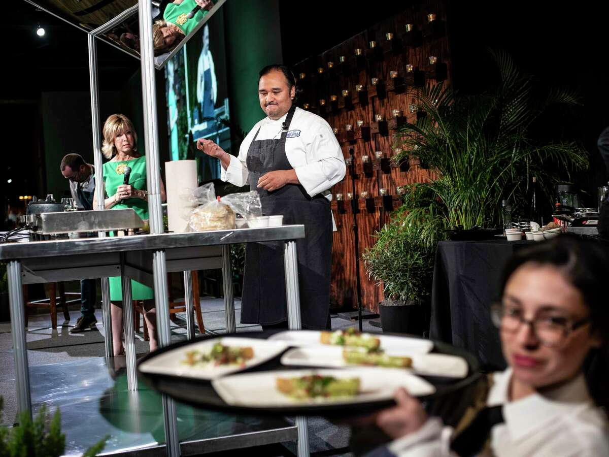 Chef Johnny Hernandez, founder and President of Grupo La Gloria, cooks during the San Antonio Restaurant Association's annual gala at the Witte Museum in 2018.