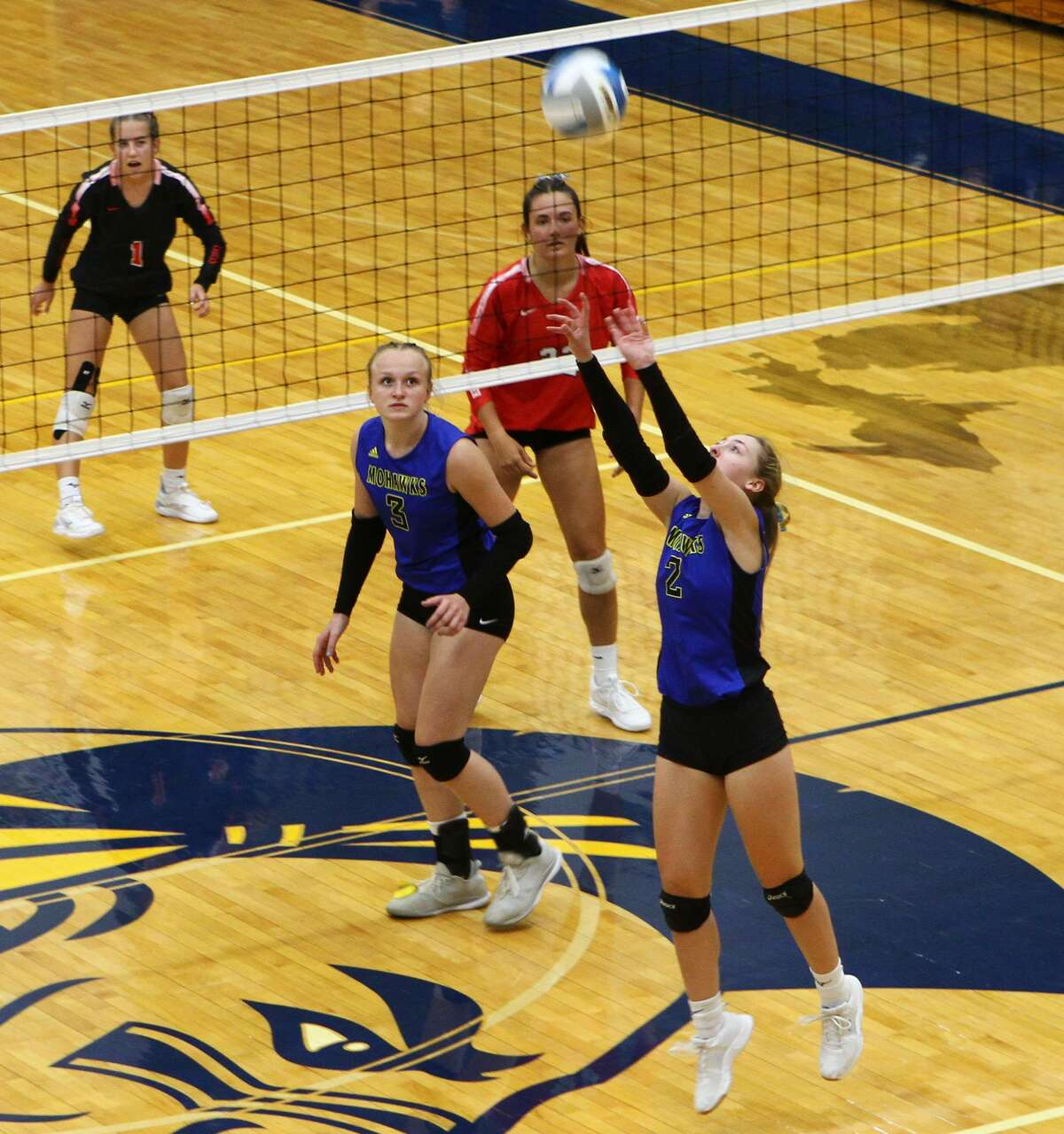 The Morley Stanwood volleyball team lost in five sets to Kent City on Wednesday evening.