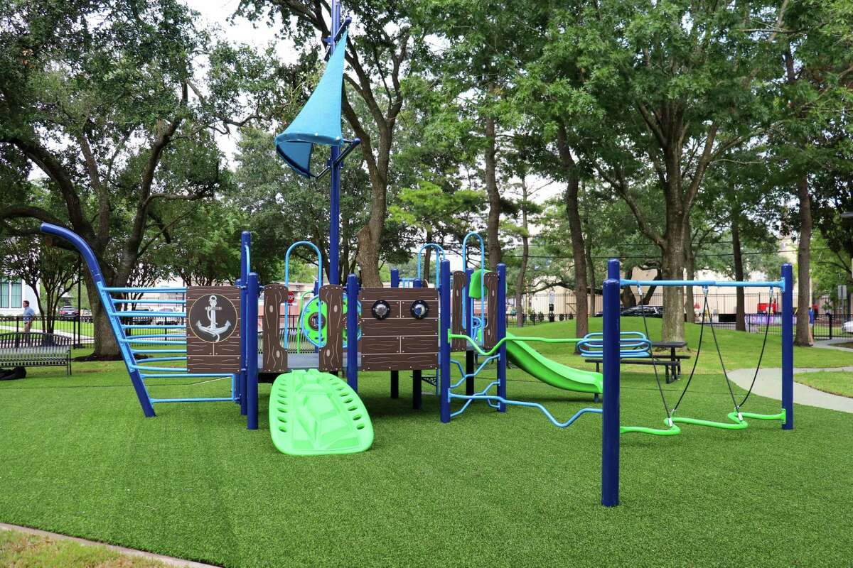 The West University Place Parks and Recreation Department hosted a ribbon cutting celebration on Thursday, August 26 to unveil the new improvements made at Huffington Park, 6204 College.
