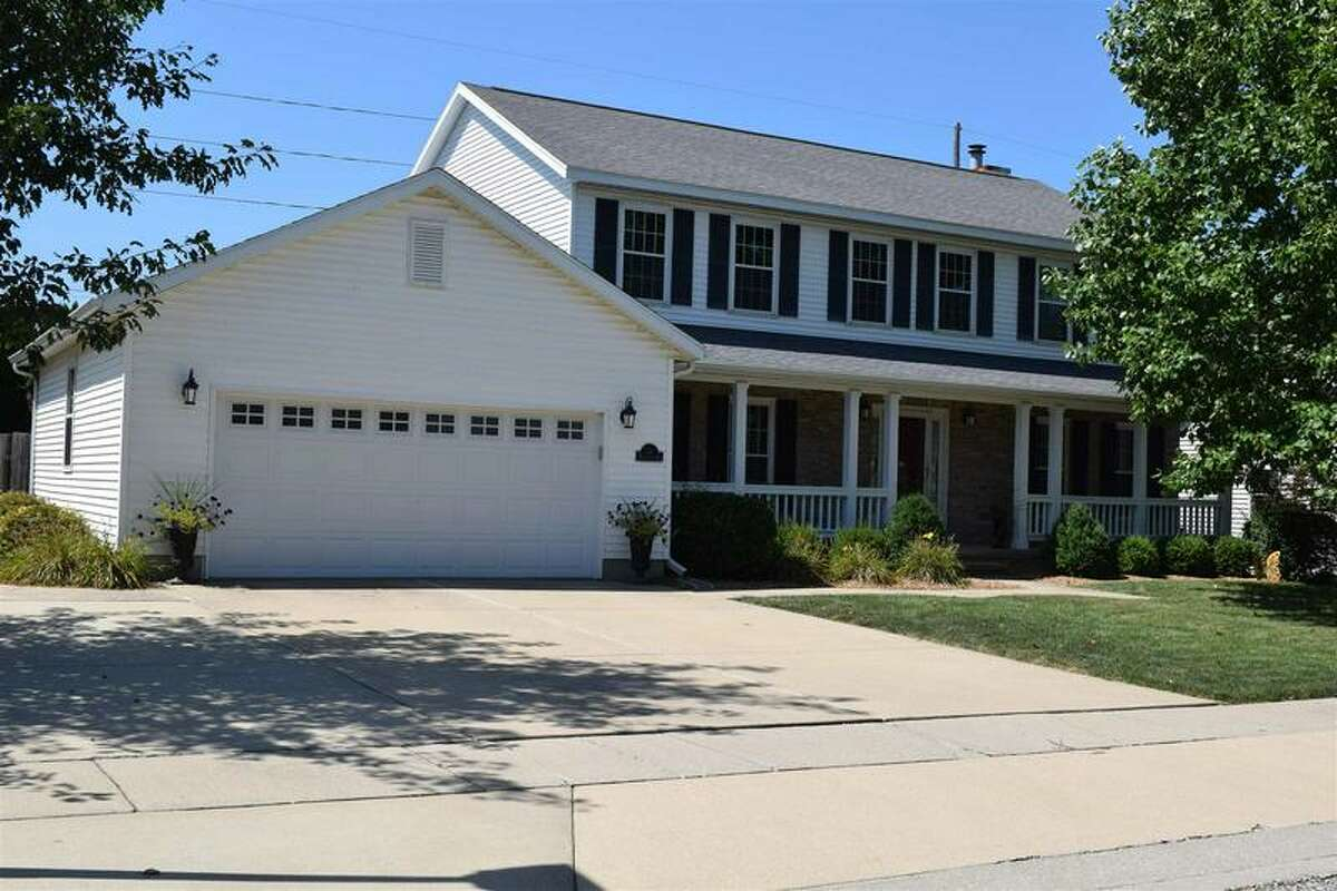 A picture of the home on 319 Westwinds Drive in Jacksonville, IL.
