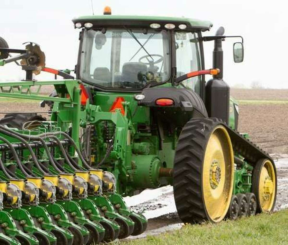 Agriculture equipment manufacturers continue to see supply chain issues, but the Association of Equipment Manufacturers' mid-year tractor and combine sales report shows it hasn't stopped farmers and others from buying ag equipment. (Illinois Farm Bureau file photo)