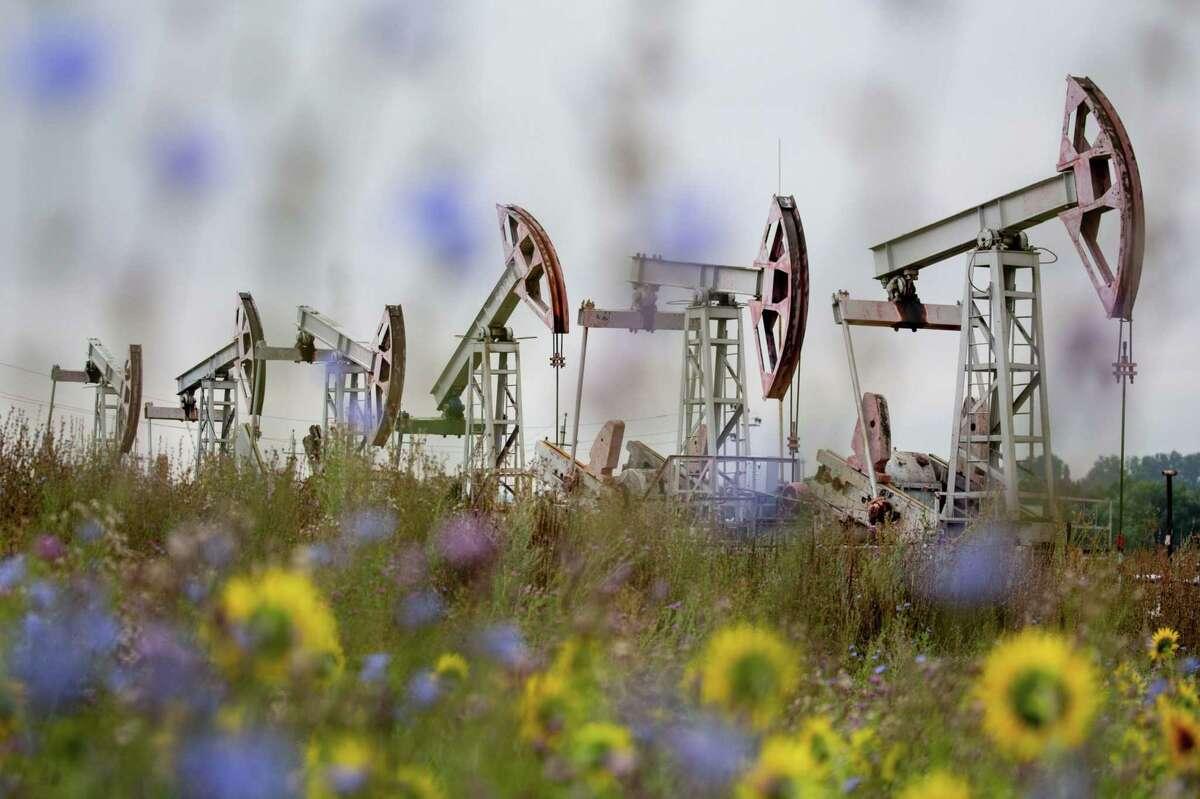 Oil pumping jacks in an oilfield near Almetyevsk, Russia, on Aug. 16, 2020. MUST CREDIT: Bloomberg photo by Andrey Rudakov.