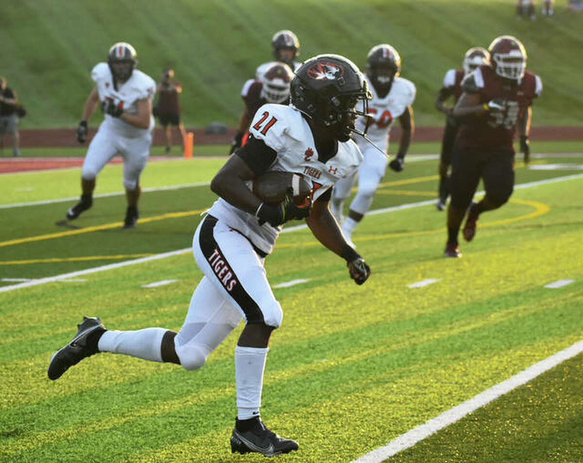 Edwardsville running back Jordan Bush finds running room on the outside after hauling in a pass out of the backfield in Week 1 at De Smet.