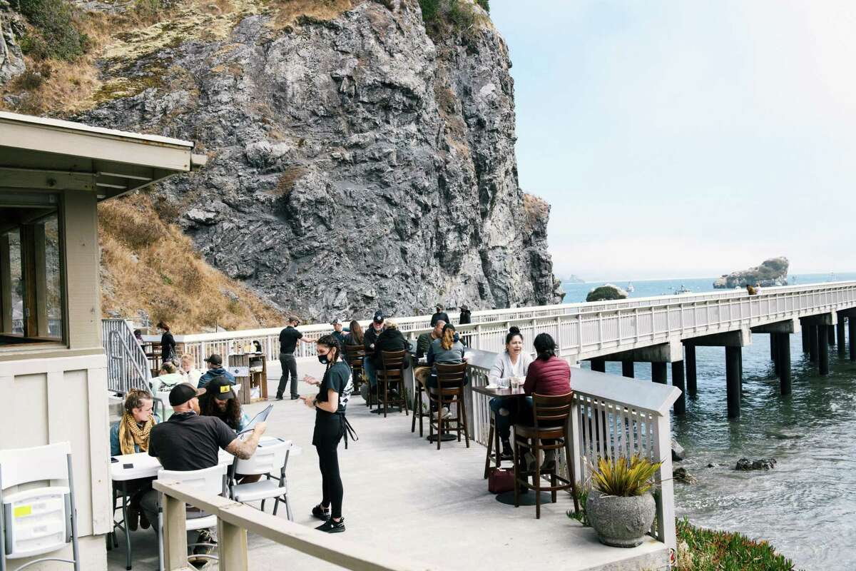"""Diners at the Seascape Restaurant in Trinidad, in California?•s Humboldt County, on Aug. 22, 2021. The recall election has resurfaced talk of a ?'California exodus.?"""" (Alexandra Hootnick/The New York Times)"""