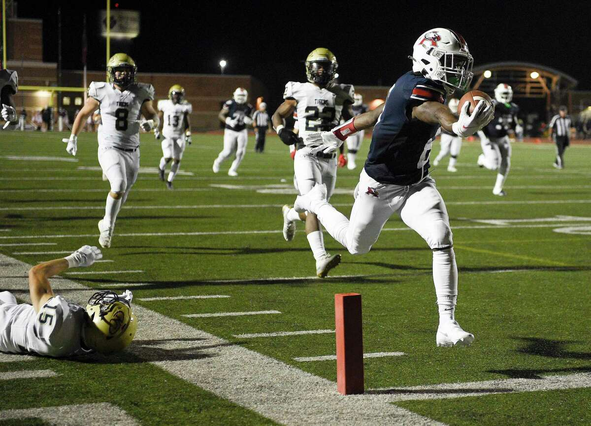 Atascocita wide receiver Keilon Jiones, right, runs into the end zone for a touchdown during the second half of a high school football game against Klein Collins, Thursday, Aug. 26, 2021, in Humble.