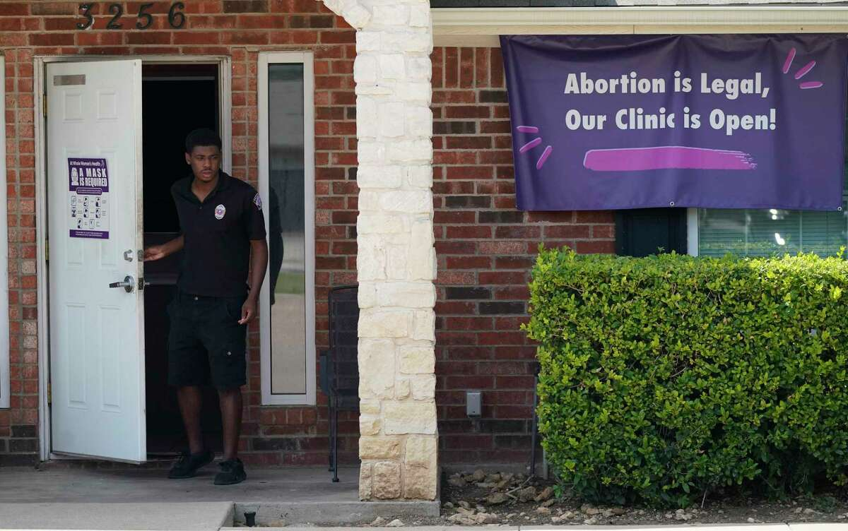 A security guard opens a clinic in Fort Worth on Wednesday, the day before the Supreme Court upheld Texas' ban.