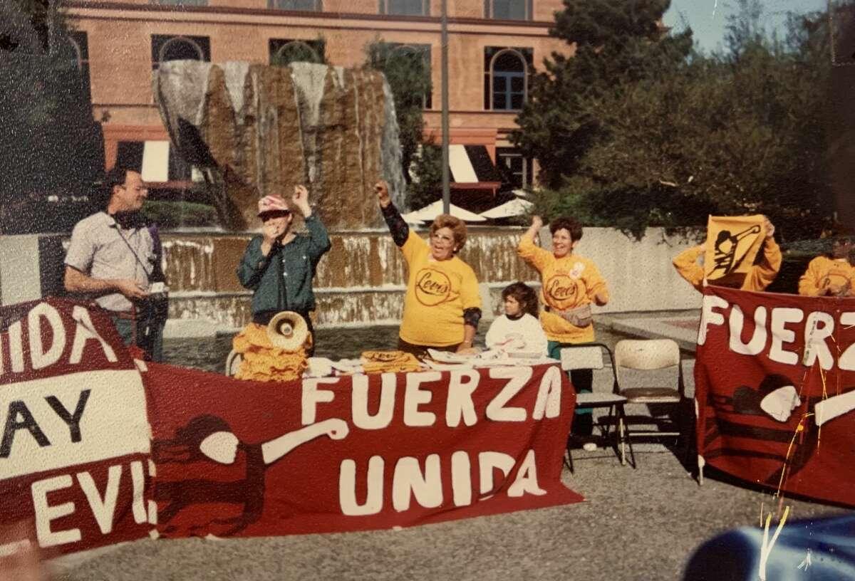 Manifestación de las Fuerzas Unidas en la década de 1990.