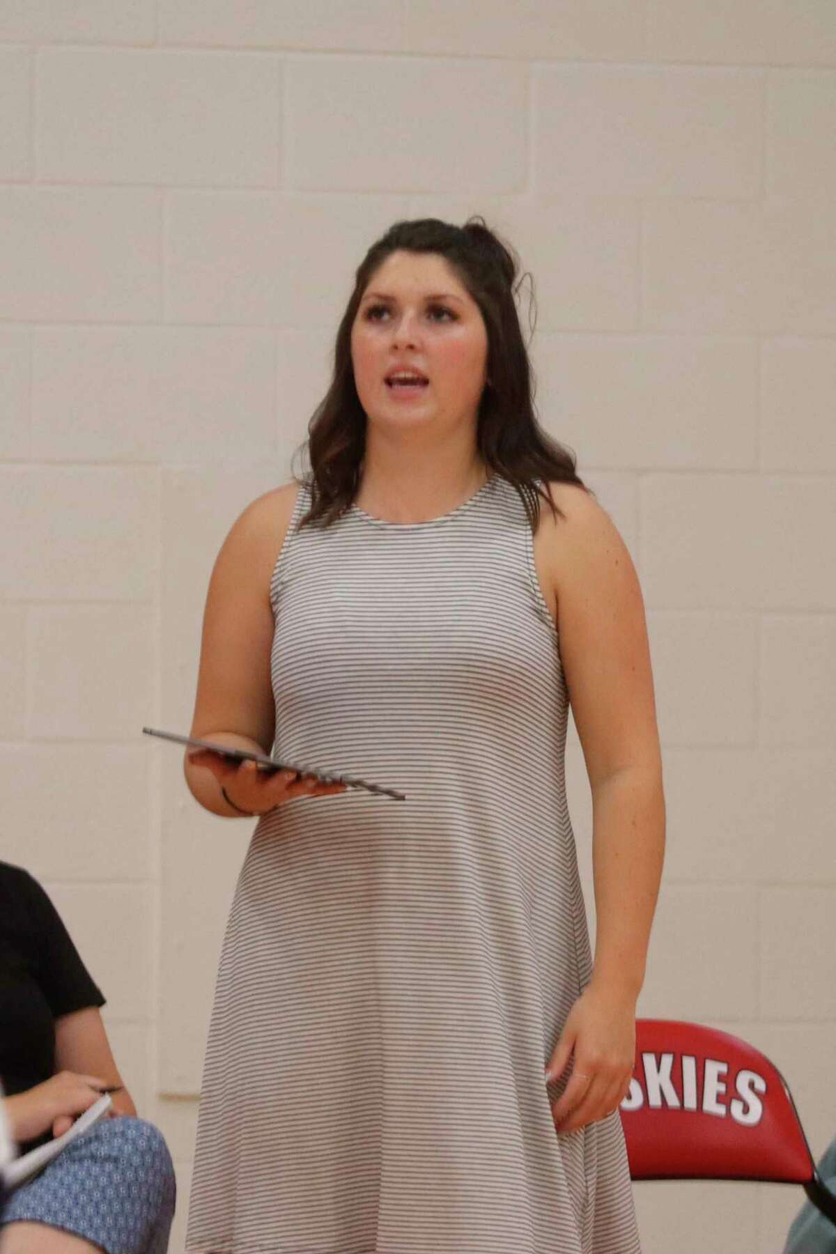 Brooke Richards coaches Manistee during a match at Benzie Central on Aug. 28. (News Advocate file photo)