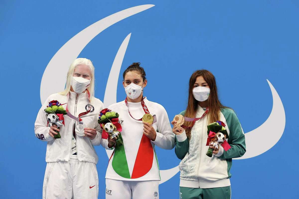 TOKYO, JAPAN - AUGUST 30: (L-R) Silver medalist Colleen Young of Team United States, gold medalistCarlotta Gilli of Team Italy and bronze medalist Shokhsanamkhon Toshpulatova of Team Uzbekistan pose in the podium of Women's 200m Individual Medley - SM13 on day 6 of the Tokyo 2020 Paralympic Games at Tokyo Aquatics Centre on August 30, 2021 in Tokyo, Japan. (Photo by Lintao Zhang/Getty Images)