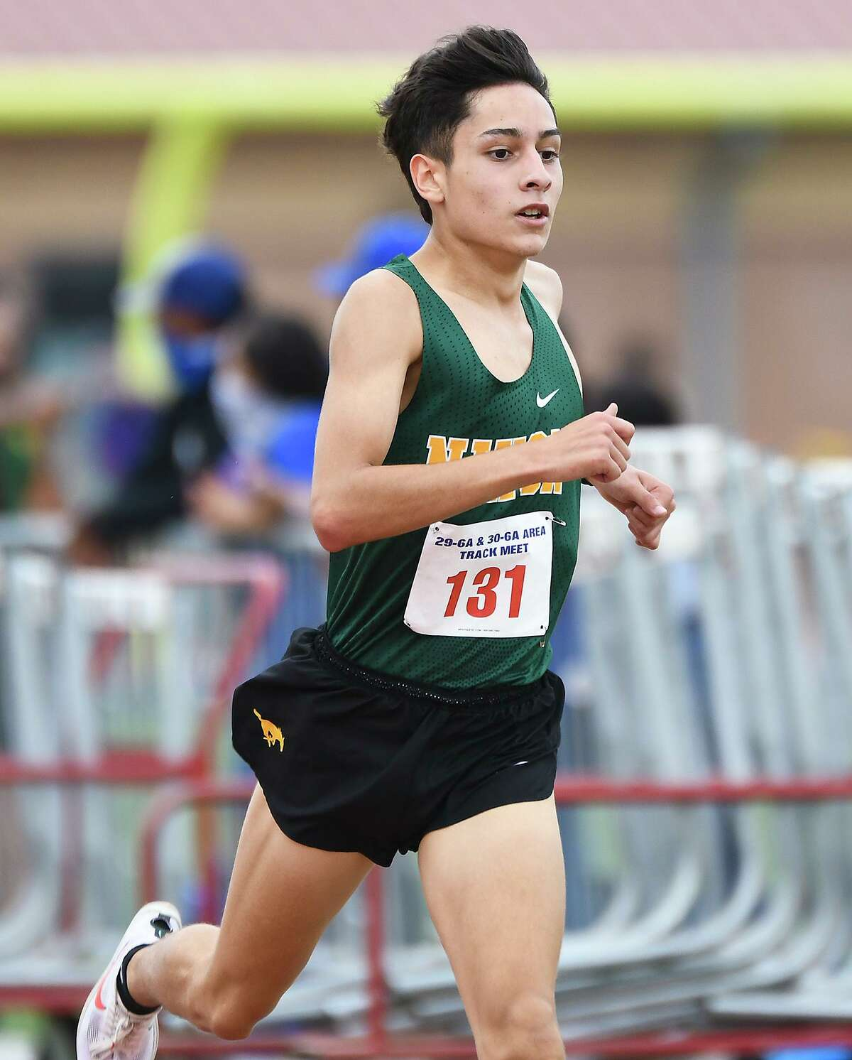 Margarito Benavides and Nixon are both aiming for a third straight title to open the season as they compete Saturday in the TAMIU Invitational XC Meet.