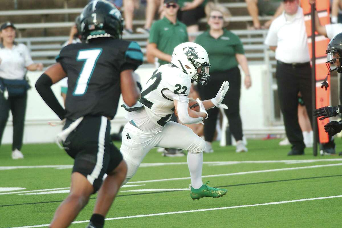 Clear Falls' Payton Greer (22), shown against Pasadena Memorial, scored two touchdowns Friday night to help lift the Knights to a 37-21 win over Katy Cinco Ranch.
