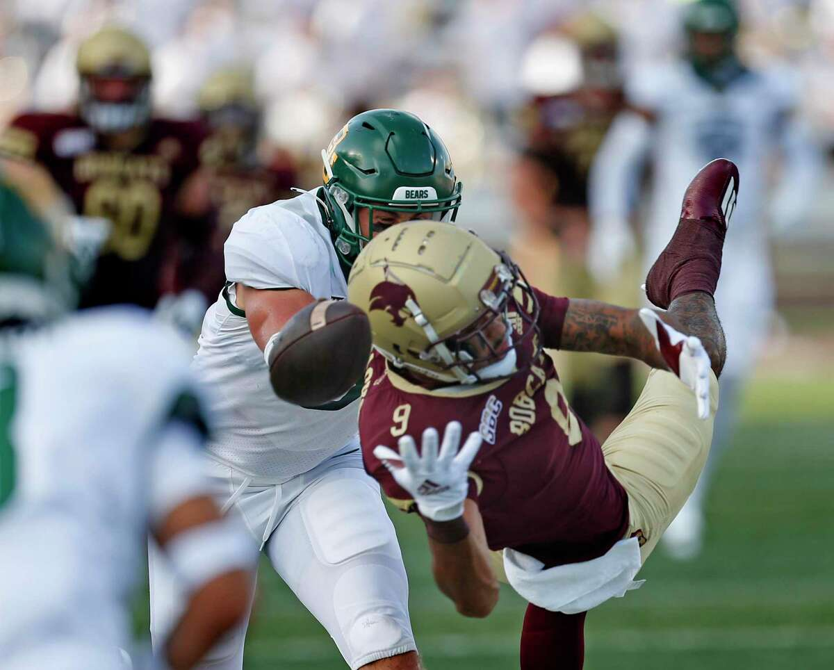 Texas State Drue Jackson (9) can't quite make the reception. Baylor defeated Texas State 29-21 on Saturday, Sept. 4, 2021.