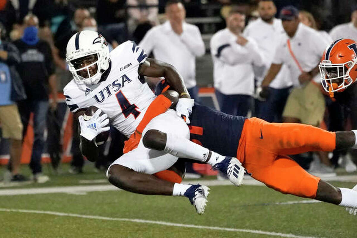 UTSA's Zakhari Franklin (4) catches a pass and is tackled by Illinois defensive back Devon Witherspoon during the first half Saturday in Champaign.