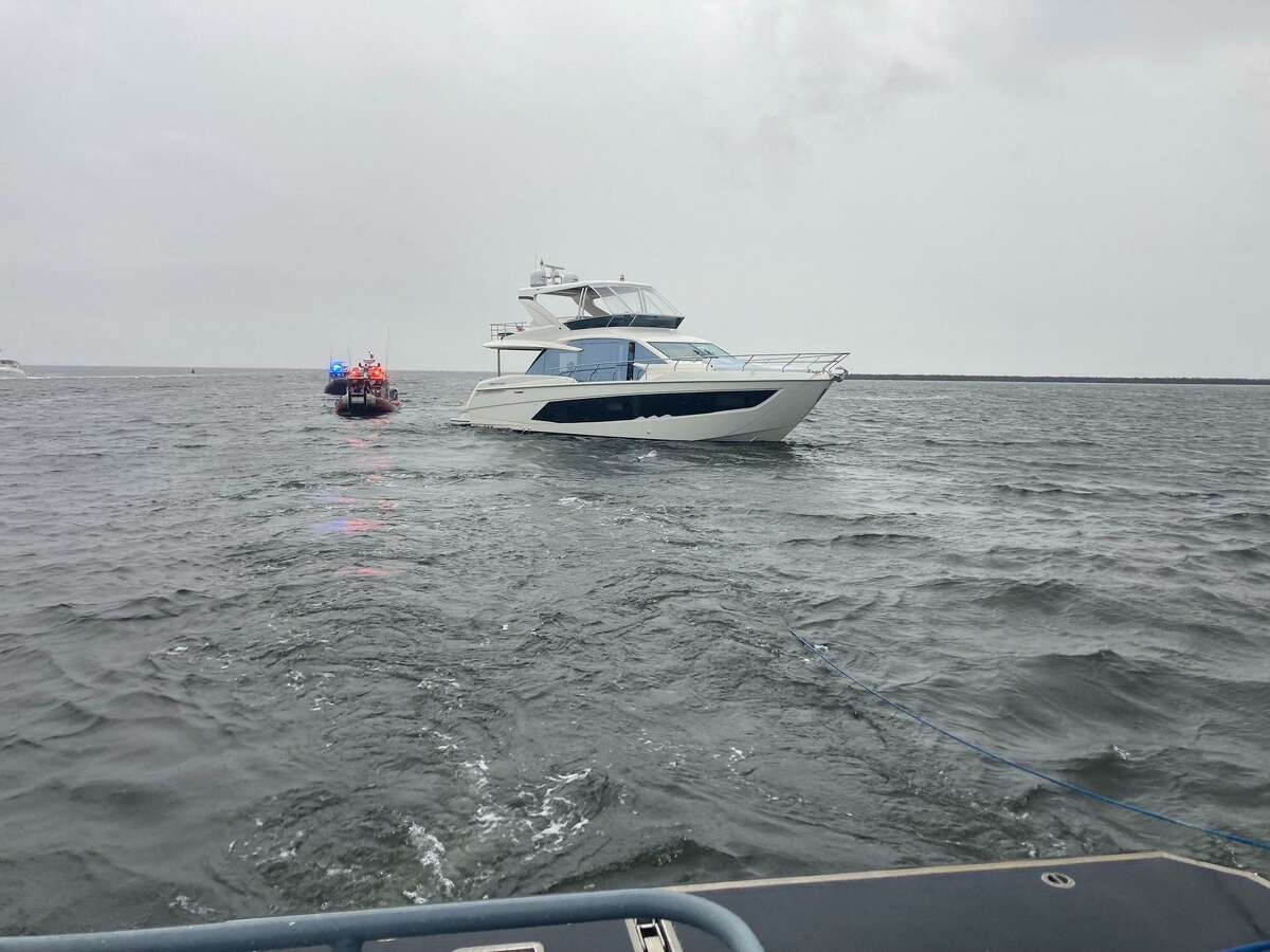Bridgeport police towed a disabled boat into the city harbor Sunday, aiding stranded passengers, according to the department.