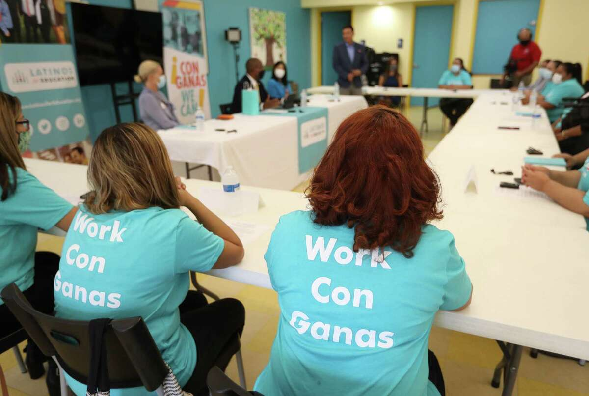 Mothers of Latino students met with HISD officials, including Superintendent Millard House II, on Wednesday in an effort to foster a stronger relationship.
