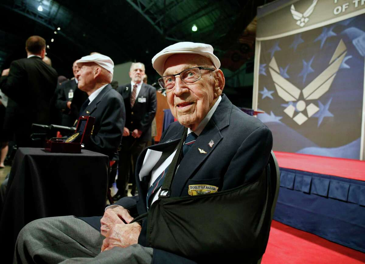 """Air Force Lt. Col. Richard """"Dick"""" Cole in 2015, after receiving the Congressional Gold Medal honoring the Doolittle Tokyo Raiders at Wright-Patterson AFB in Dayton, Ohio. (AP Photo/Gary Landers, File)"""