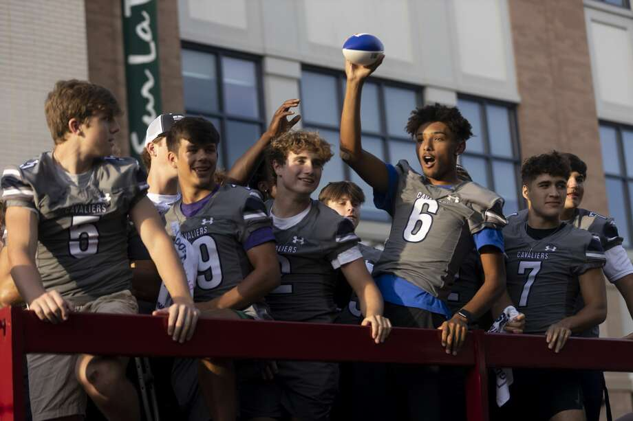 The Woodlands College Park varsity players wave to the crowd from the top of a truck during College Park High School's homecoming parade and prep rally at Market Street, Tuesday, Sept. 7, 2021, in The Woodlands. Hundreds of supporters and family filled Central Park at Market Street during the rally and parade. Photo: Gustavo Huerta/Staff Photographer / Houston Chronicle © 2021
