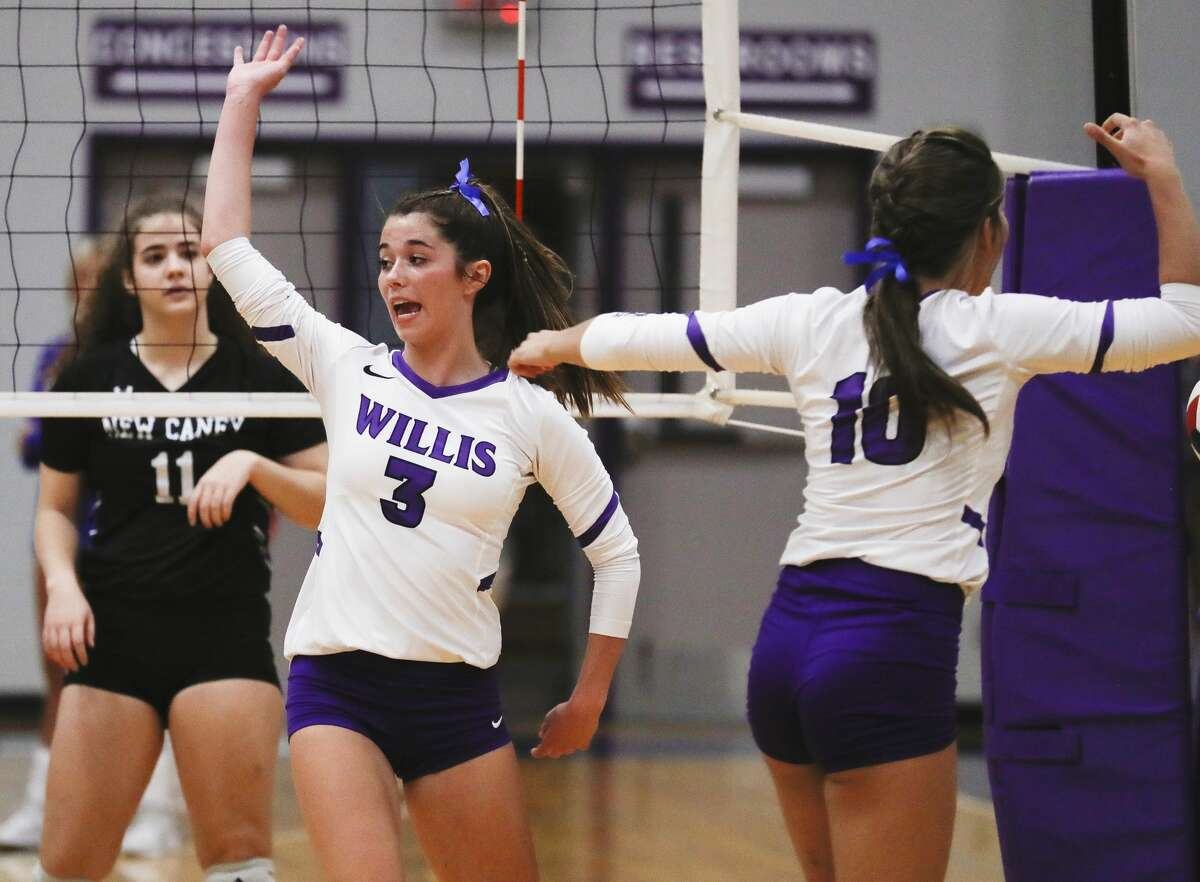 Willis'™ Reece Edmiston (3) calls a block by New Caney'™s Ava Cianciotto (11) out of bounds during the second set of a high school volleyball match at Willis High School, Tuesday, Sept. 7, 2021, in Willis.