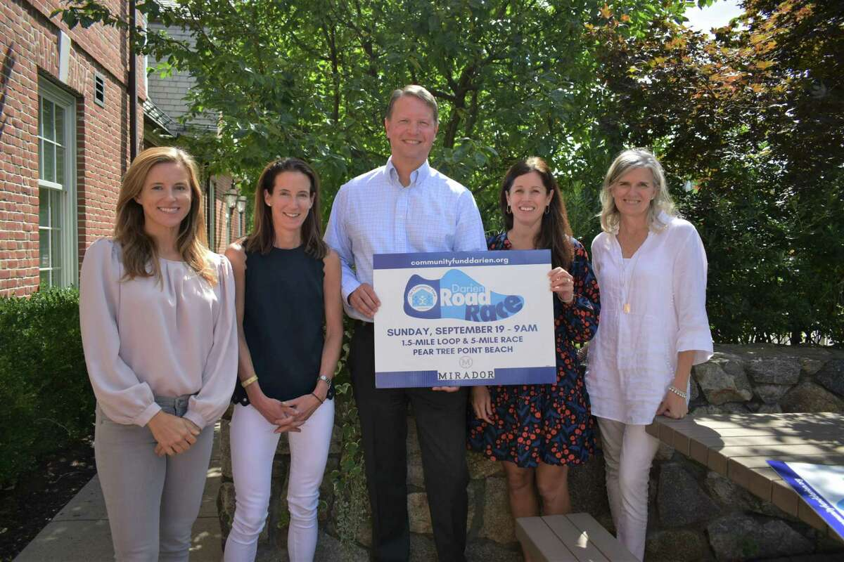 Pictured left to right: Darien Road Race Co-Chairs Jenn Moller & Anne Meyer; Tom Haidinger, Chief Marketing Officer, Mirador; Heidi Davis, Partner, Chief of Staff, Mirador; Janet King, Executive Director, The Community Fund of Darien.