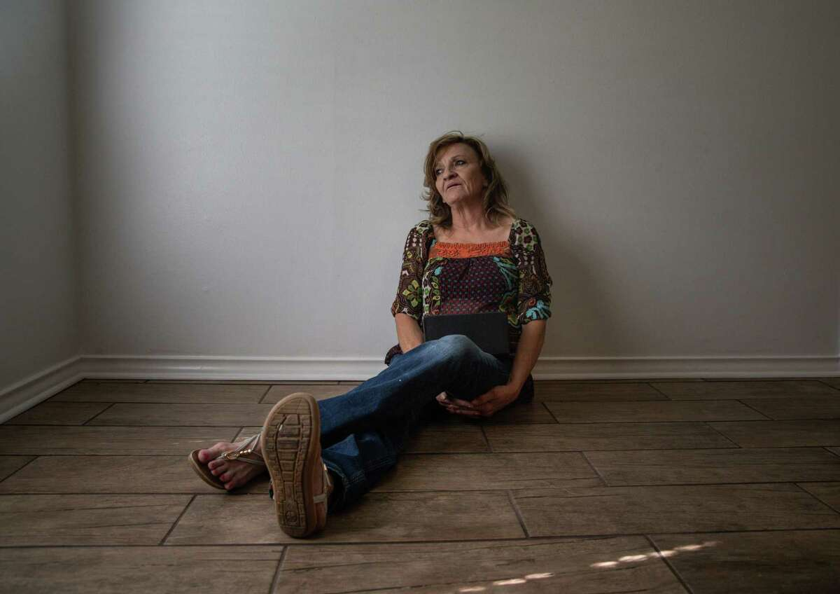 Elizabeth Waller sits on the floor of her home in Tyler, holding a box containing the ashes of her son, Stetson Hoskins. A year and a half after his death, Elizabeth barely sleeps. The realization that she will never see her middle son ever again catapults her into frequent panic attacks. She just wants justice.