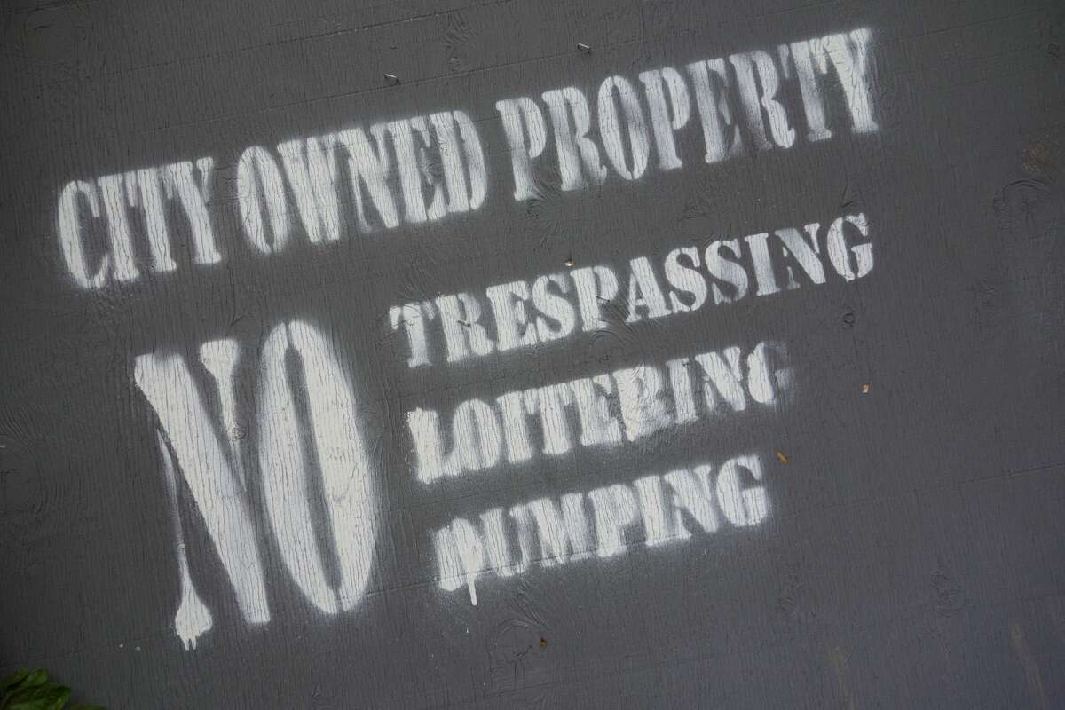 A gray sign marks a zombie property on May 30, 2017 in Newburgh, New York. (DON EMMERT/AFP via Getty Images)