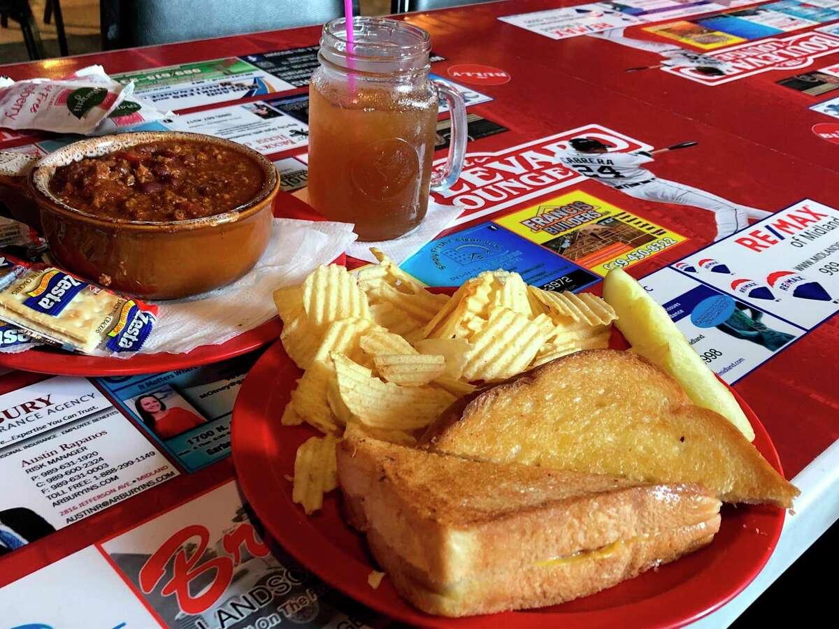My friend ordered the grilled ham and cheese sandwich along with a cup of chili at The Boulevard Lounge. We each had an Arnold Palmer (lemonade mixed with iced tea) to accompany our meals. (Victoria Ritter/vritter@mdn.net)