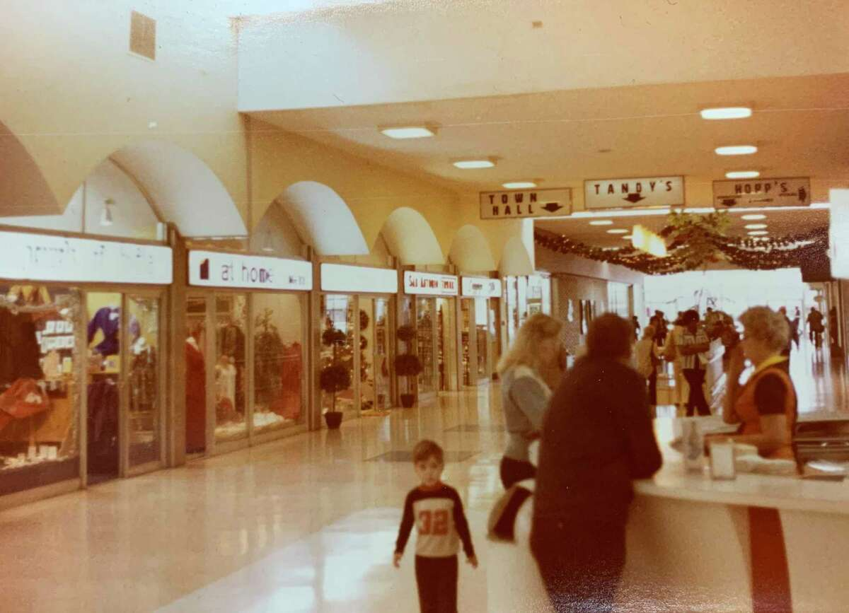 Wonderland circa the 1970s. The mall originally opened in 1961 as Wonderland Shopping City. Today it's Wonderland of the Americas.