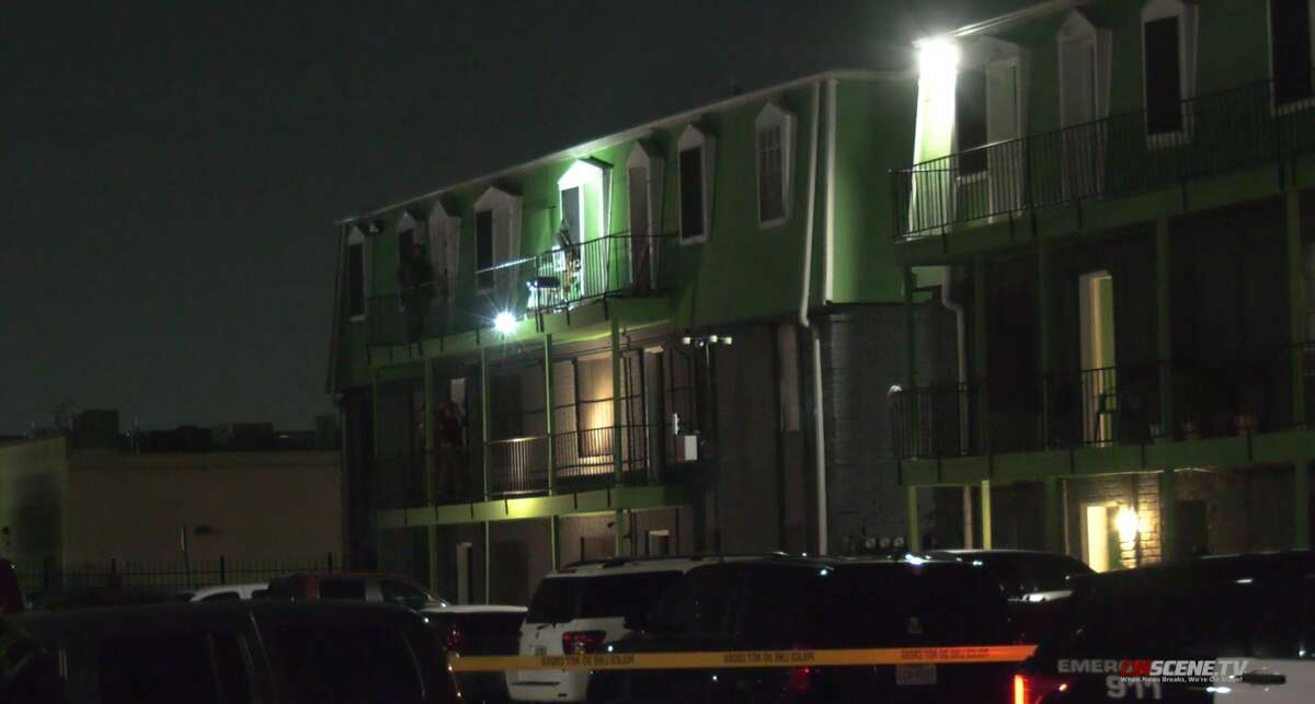 Houston Police Department SWAT responding to an armed couple who barricaded themselves in a northeast Houston apartment on Wednesday, Sept. 8, 2021.