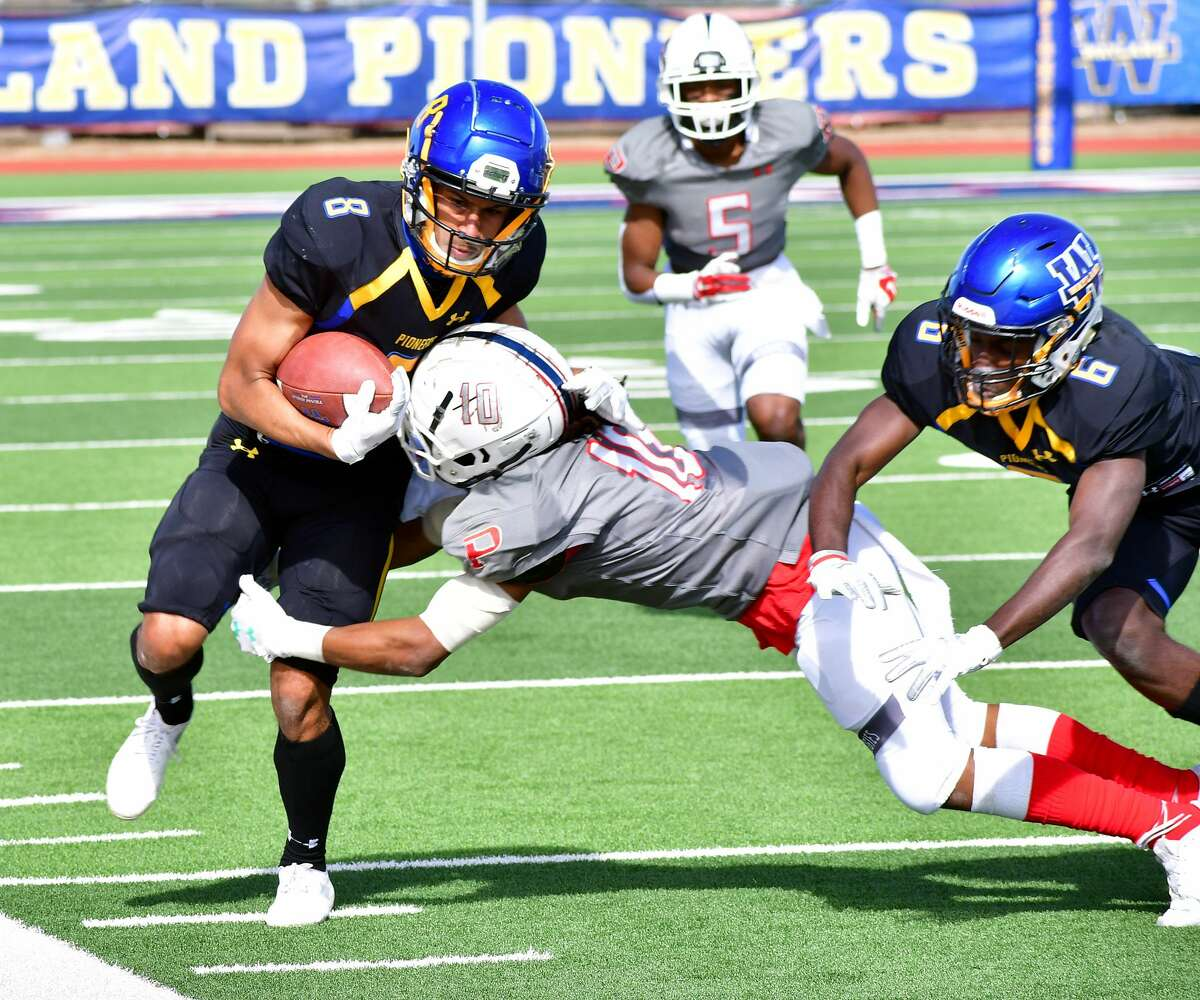 Receiver Dylan Sterling and the Wayland Baptist football team visit Lyon on Saturday to kick off Sooner Athletic Conference play.