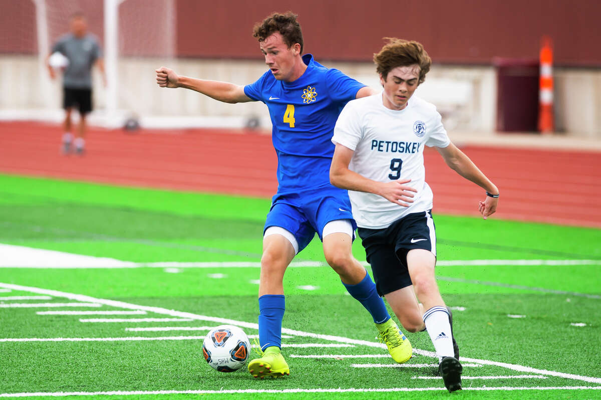 Midland High's Jacob Hert tries to maneuver around a defender during an Aug. 31, 2021 game against Petoskey.