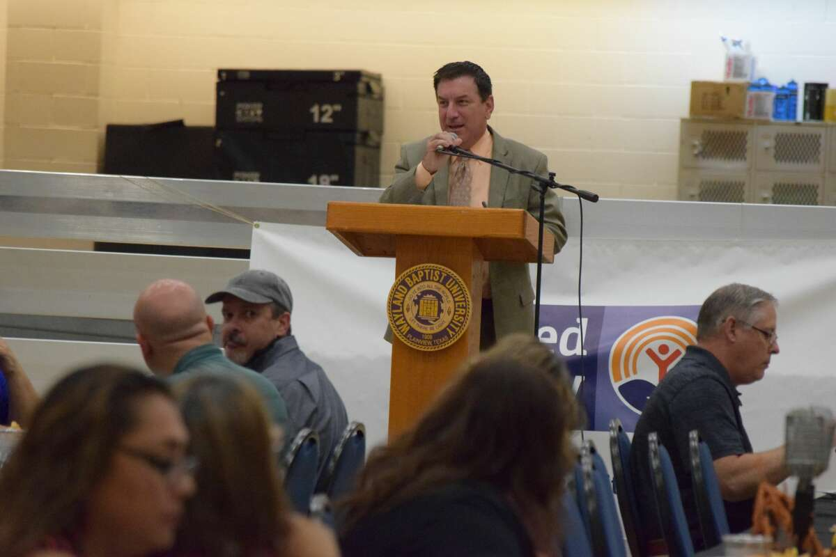 Lubbock sportscaster Pete Christy gave the keynote address for the annual Plainview Area United Way campaign kickoff luncheon.