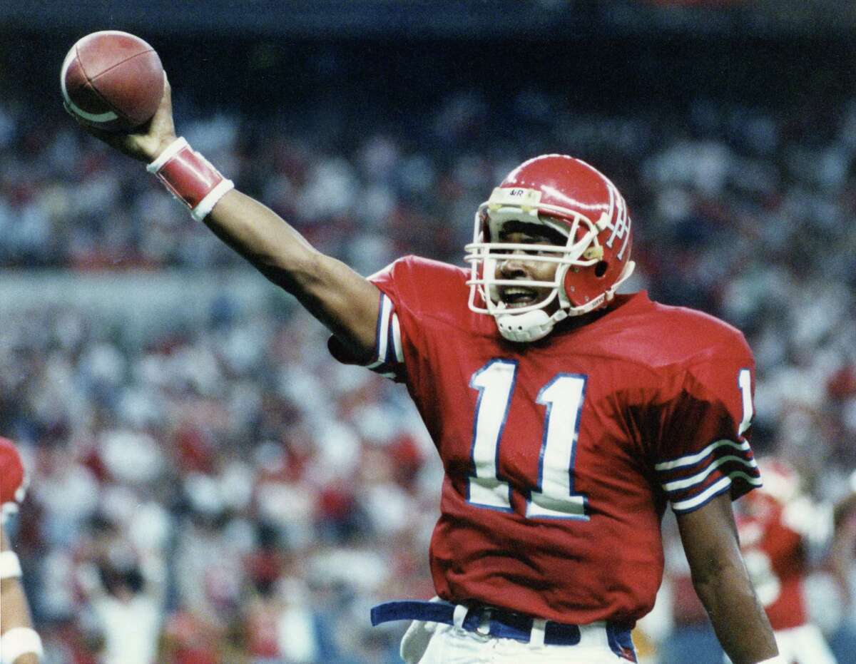 UH legend Andre Ware (11) celebrates a win against Texas Tech 40-24 in the Astrodome on Nov. 26, 1989.