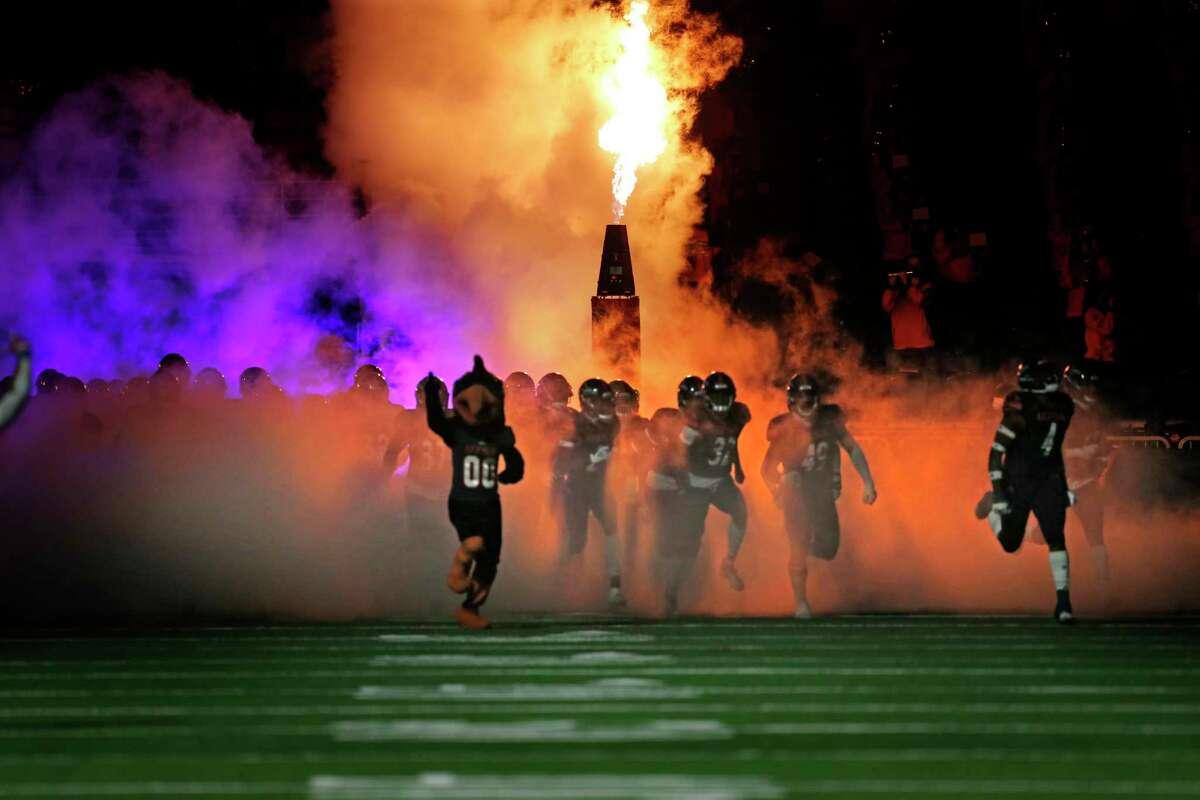UTSA enters the field. Army v UTSA at the Alamodome on Saturday, October 17, 2020. First half score is UTSA 10 Army 14
