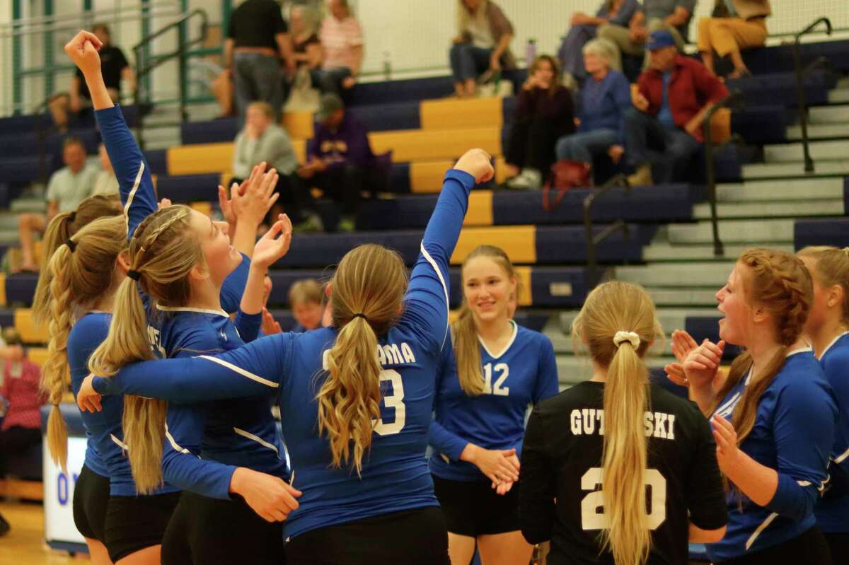 Onekama's celebrate victory after sweeping Leland on Sept. 9. (Robert Myers/News Advocate)