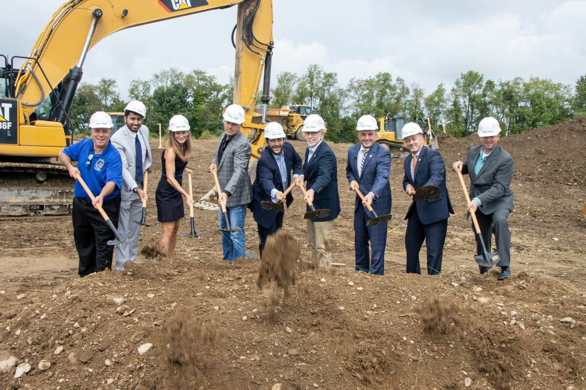 Local and state officials joined Green Thumb Industries Founder and CEO Ben Kovler for a groundbreaking ceremony this week.