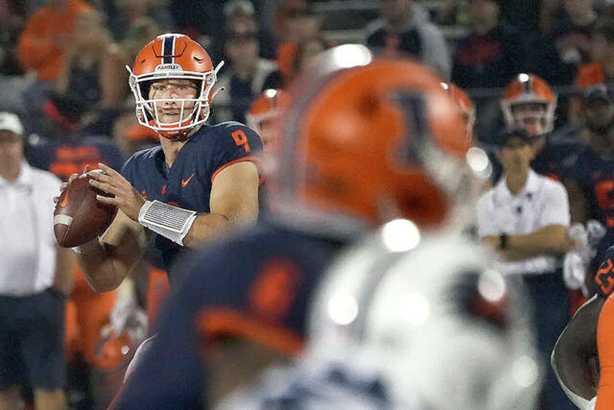 Illinois quarterback Arthur Sitkowski will make his second consecutive start Saturday at Virginia in place of Brandon Peters, who was injured in the Illinois season-opening win over Nebraska. Sitkowski is shown in action against Texas San Antonio last week in Champaign.