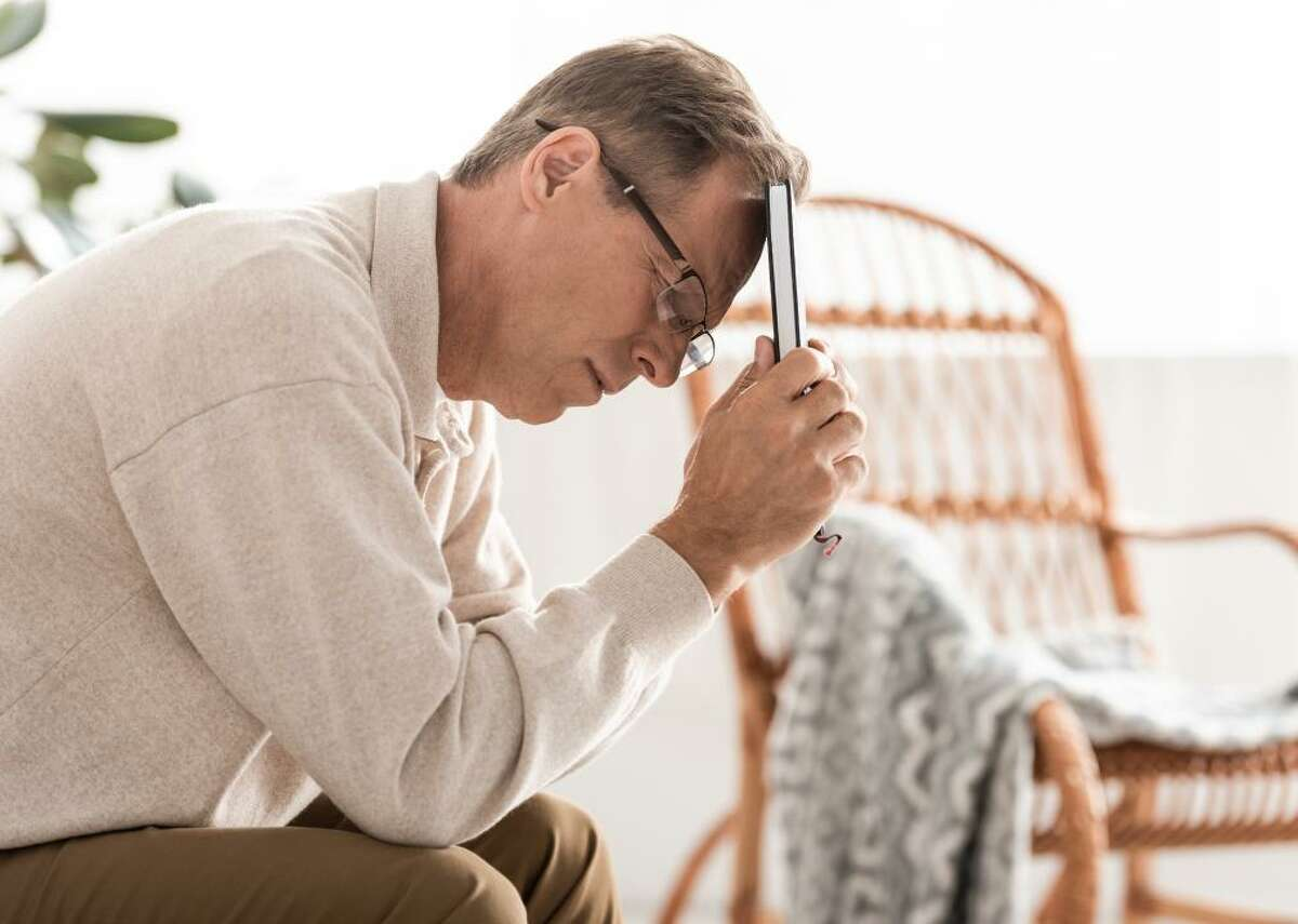 Memory loss that disrupts daily life Forgetting recently learned information is one of the earliest signs of dementia. Name recall, as well as remembering important dates and events, becomes difficult for people in the early stages of dementia. Often they need to rely on memory aids, like wall calendars, sticky notes, digital reminders, or help from family members for things like taking medications at the correct time and arriving on the right date to appointments. Asking the same question several times or repeating stories is very common. While this sign is seen often in dementia, it is also a typical sign of aging as well as mild cognitive impairment, which can be, but is not always, an early warning indicator of Alzheimer's disease. Memory loss may also be a sign of depression; B12 deficiency; kidney, brain, thyroid, or liver disorders; or a side effect of certain medications.